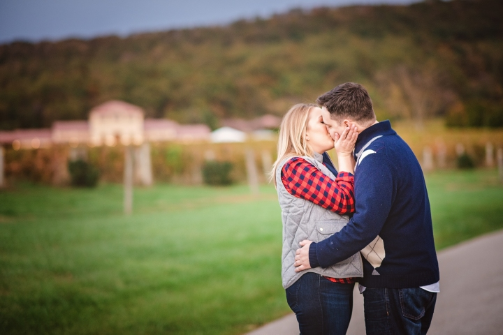 breuax-vineyard-engagement-session-16