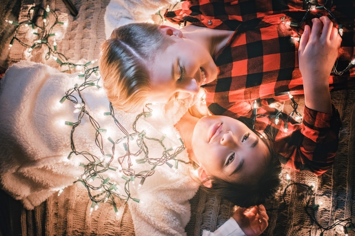 romantic-home-christmas-engagement-session-10