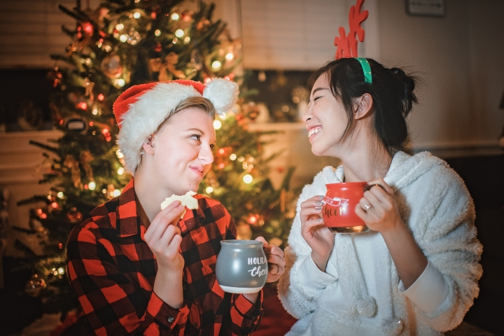 romantic-home-christmas-engagement-session-14